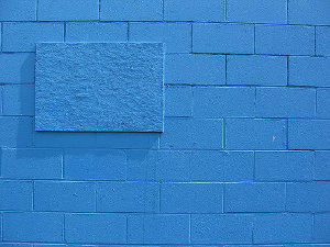 Niebieska ściana