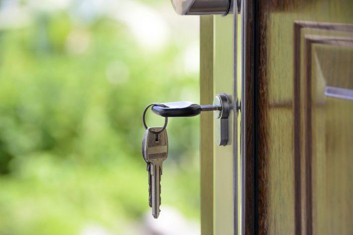 zamek do drzwi z kluczami